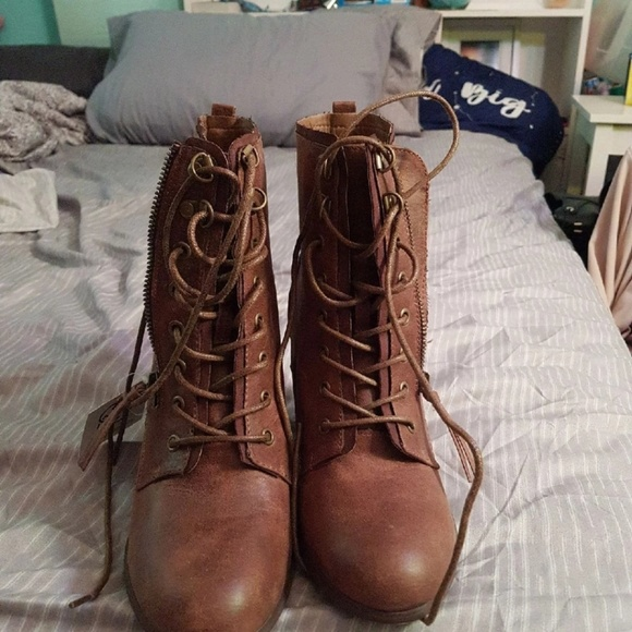 Daisy Fuentes Shoes Brown Boots Poshmark Daisy fuentes is embracing the beginning of summer. poshmark